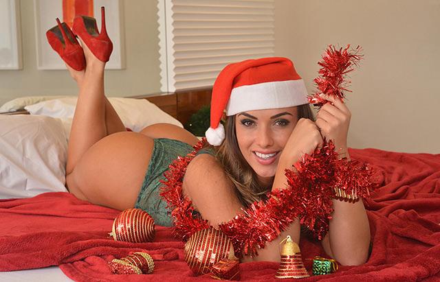 Nicole Bahls vestida de Mamãe Noel