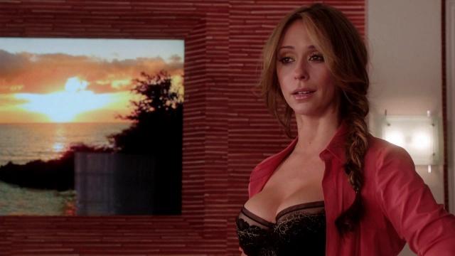 Os lindos peitos de Jennifer Love Hewitt