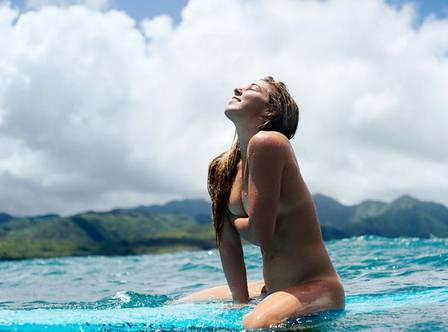 as-21-surfistas-profissionais-mais-sexy-do-mundo10