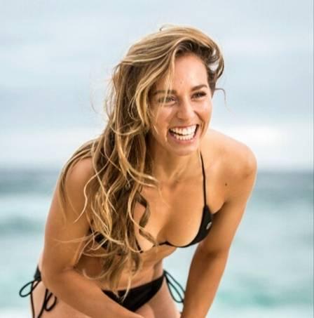 as-21-surfistas-profissionais-mais-sexy-do-mundo12