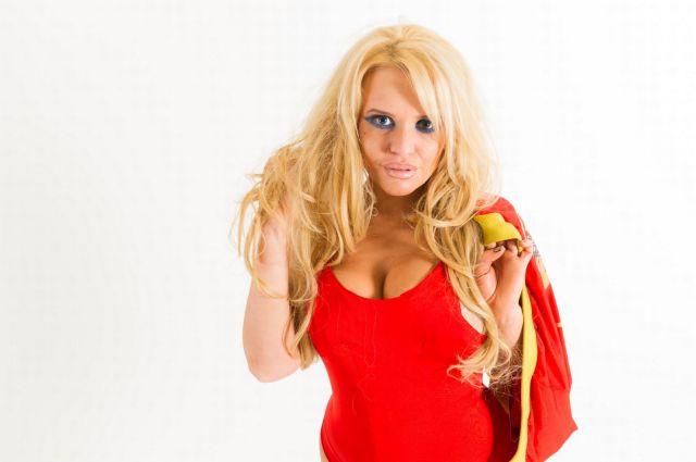 Mulher gastou mais de U$ 30 mil dólares para ficar parecida com Pamela Anderson