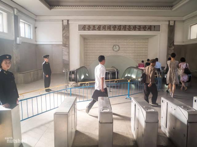 coreio-do-norte-abre-suas-estacoes-de-metro-para-estrangeiros12