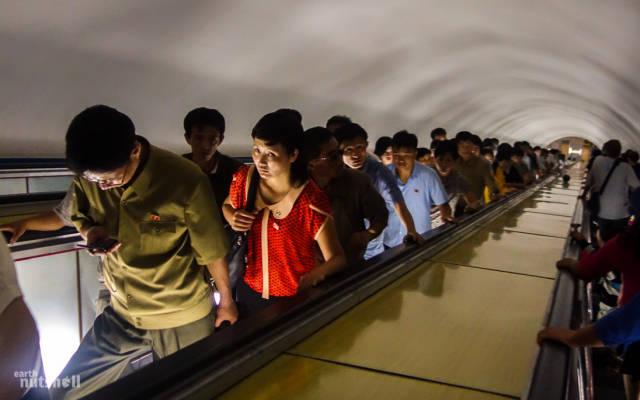 coreio-do-norte-abre-suas-estacoes-de-metro-para-estrangeiros2