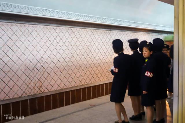 coreio-do-norte-abre-suas-estacoes-de-metro-para-estrangeiros22