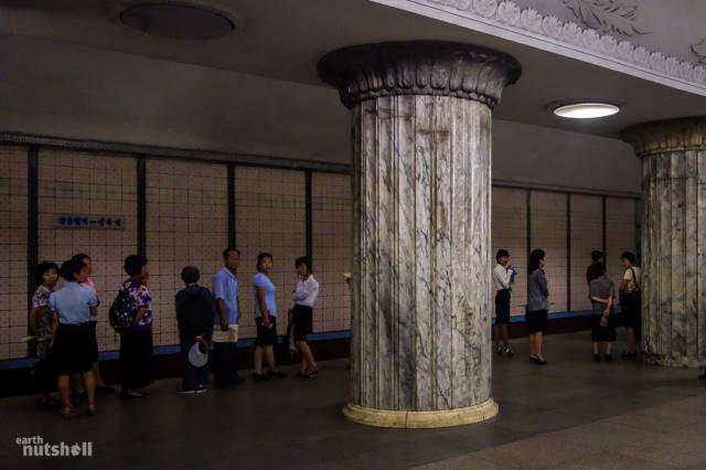 coreio-do-norte-abre-suas-estacoes-de-metro-para-estrangeiros26