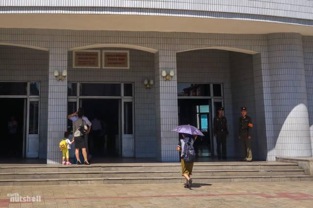 coreio-do-norte-abre-suas-estacoes-de-metro-para-estrangeiros32