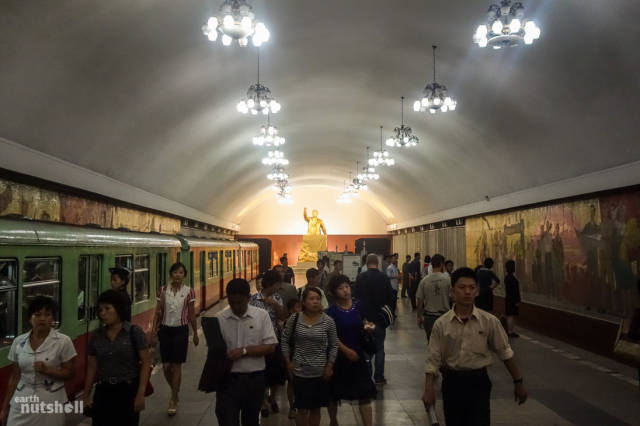 coreio-do-norte-abre-suas-estacoes-de-metro-para-estrangeiros67