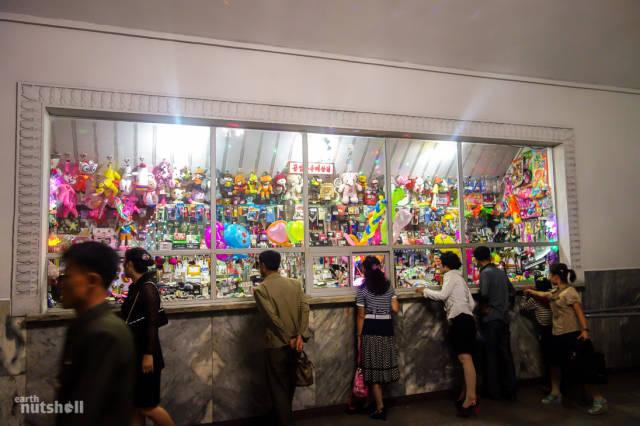 coreio-do-norte-abre-suas-estacoes-de-metro-para-estrangeiros68