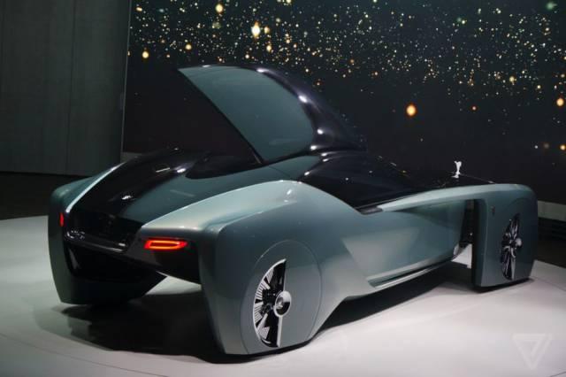 versao-futuristica-do-rolls-royce-que-dirige-sem-volante29