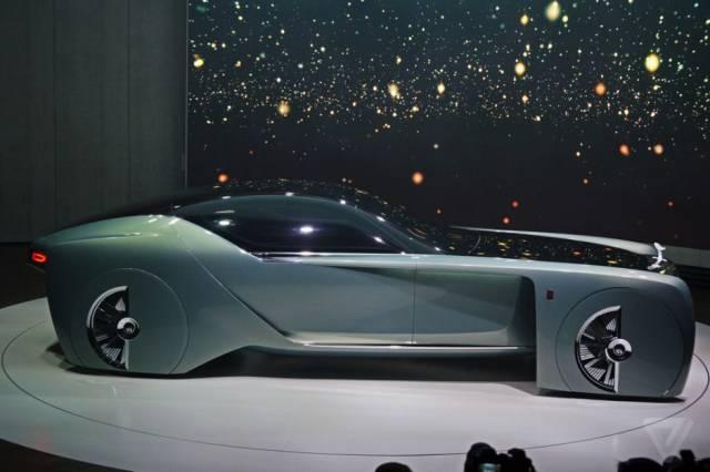 versao-futuristica-do-rolls-royce-que-dirige-sem-volante30