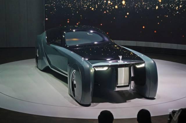 versao-futuristica-do-rolls-royce-que-dirige-sem-volante31
