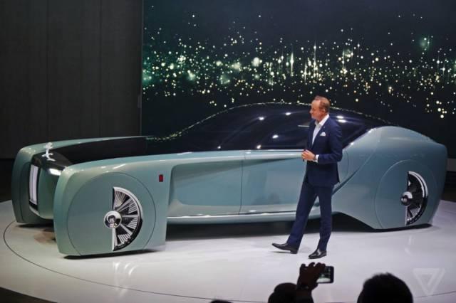versao-futuristica-do-rolls-royce-que-dirige-sem-volante32