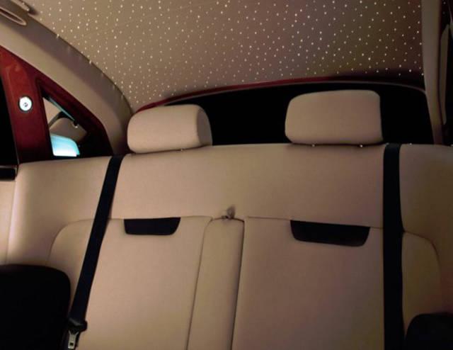 versao-futuristica-do-rolls-royce-que-dirige-sem-volante8