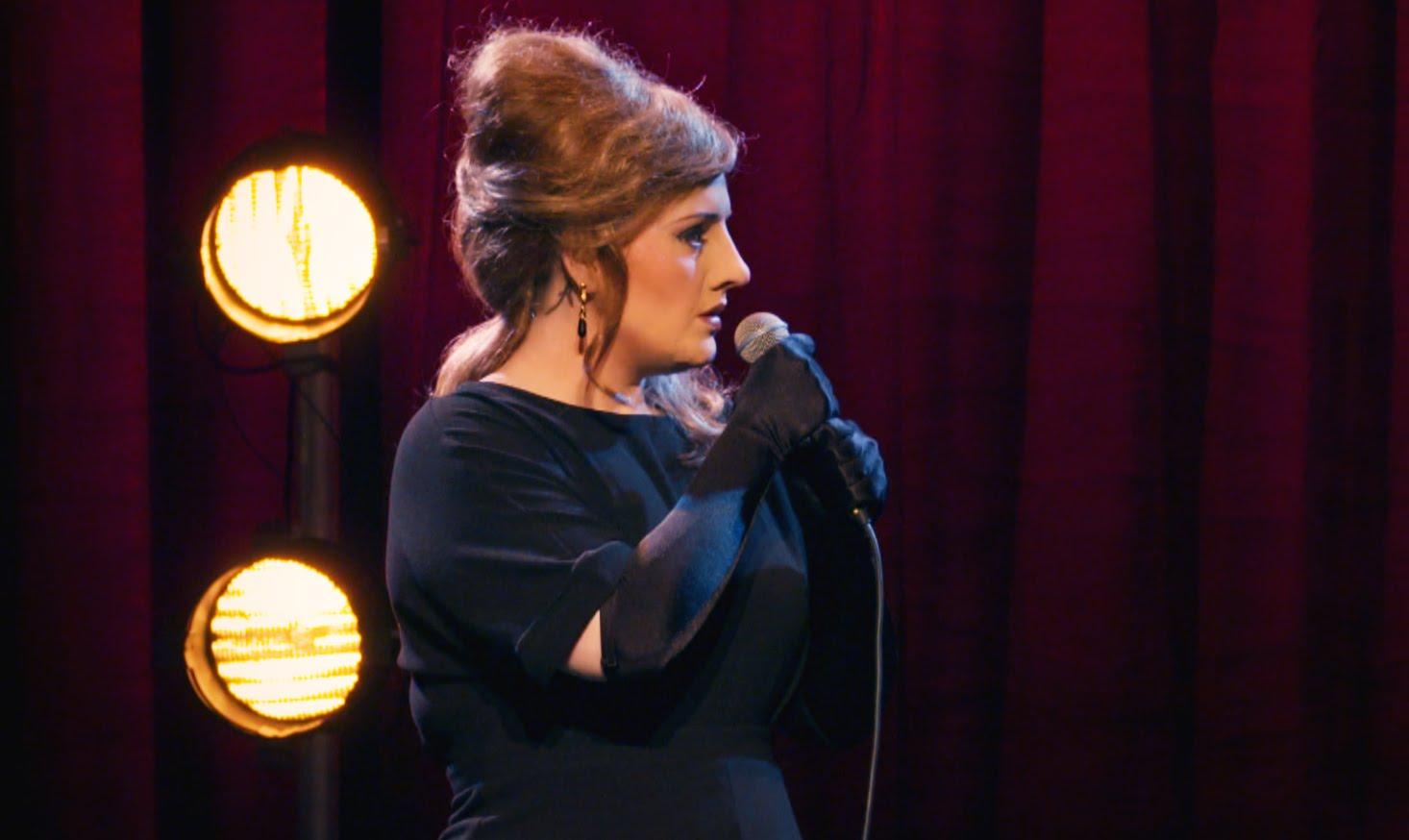 Adele se fantasia de Adele para disputar concurso de melhor Adele