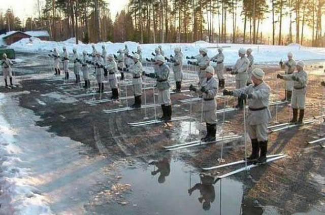 militares-se-divertindo-em-servico3