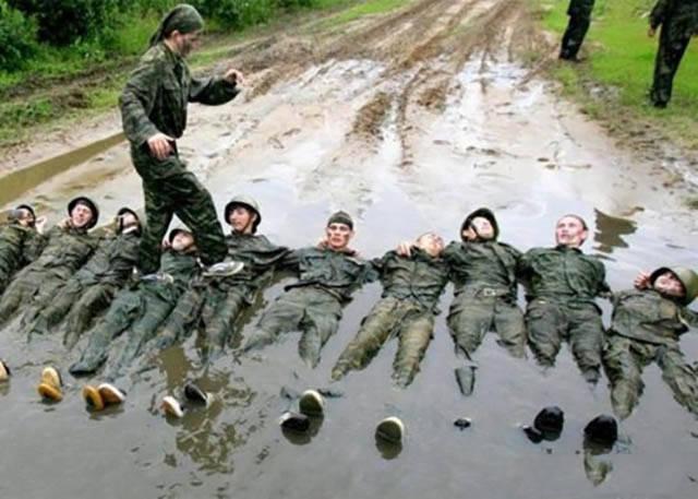 militares-se-divertindo-em-servico4