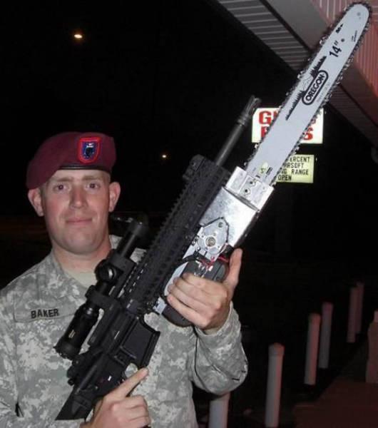 militares-se-divertindo-em-servico5
