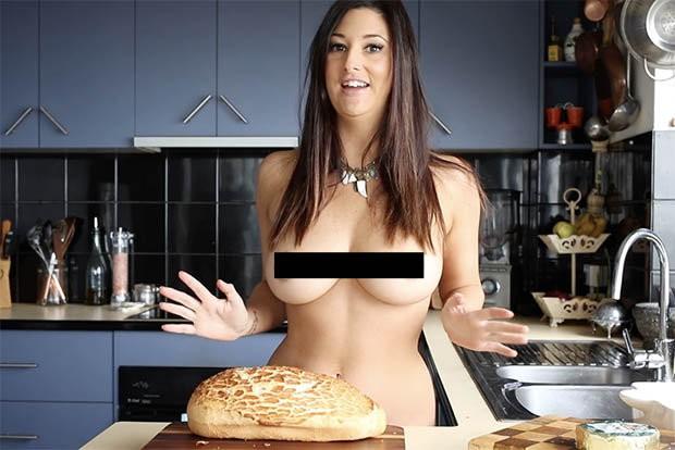 Chef australiana faz sucesso na internet apresentando receitas nua