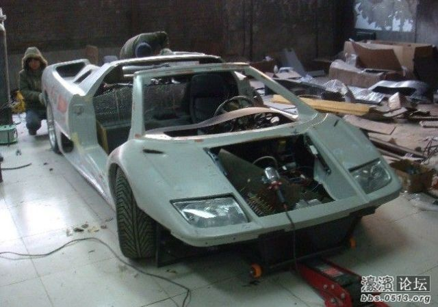 chinese_engineers_build_their_very_own_dream_lamborghini_diablo_from_scratch_640_26
