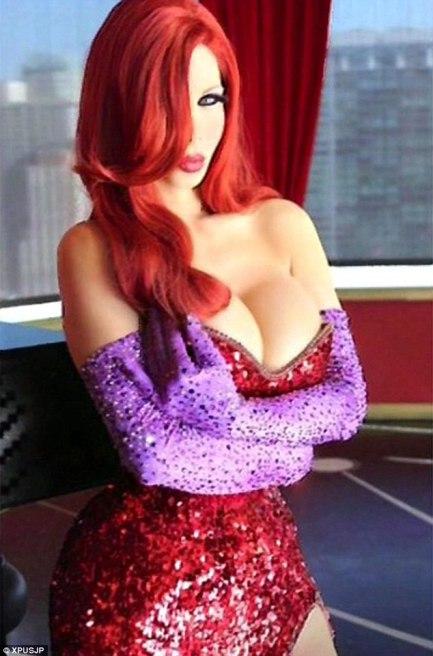 transexual gasta 200 mil dólares para se parecer com Jessica Rabbit