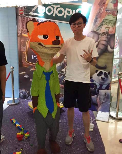 Artista gasta 3 dias para criar uma estatua de Lego em tamanho real de Nick Wilde(Zootopia) e ela é destruída em segundos