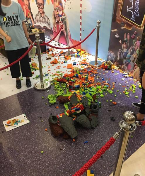 artista-gasta-3-dias-para-criar-uma-estatua-de-lego-em-tamanho-real-de-nick-wildezootopia-e-ela-e-destruida-em-segundos3