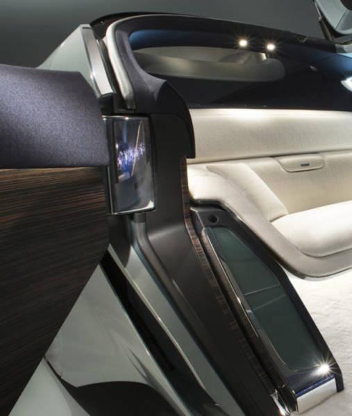 versao-futuristica-do-rolls-royce-que-dirige-sem-volante12