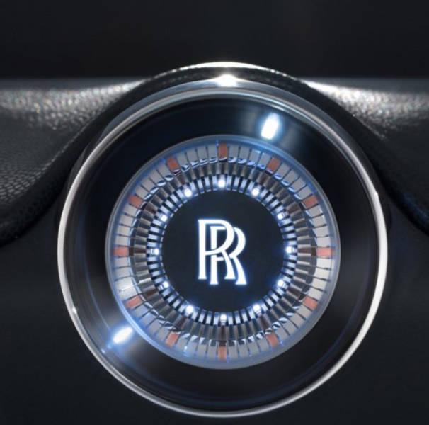 versao-futuristica-do-rolls-royce-que-dirige-sem-volante5