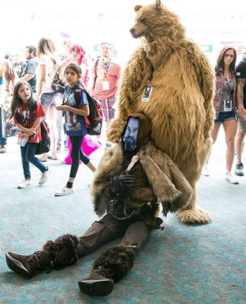 A Fantasia de Leonardo DiCaprio do Adam Savage na Comic Con é a parada mais maneira que você verá na vida