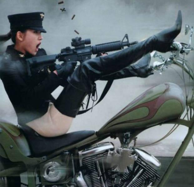 militares-se-divertindo-em-servico10