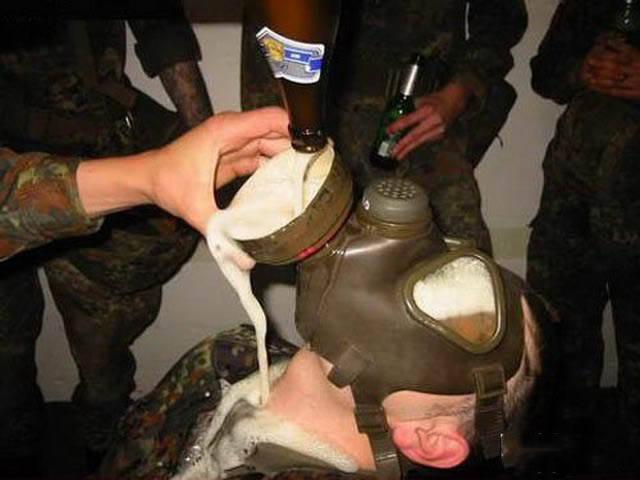 militares-se-divertindo-em-servico16