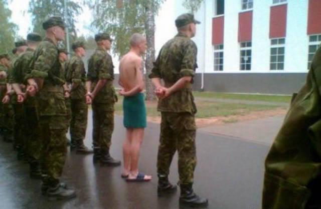 militares-se-divertindo-em-servico17