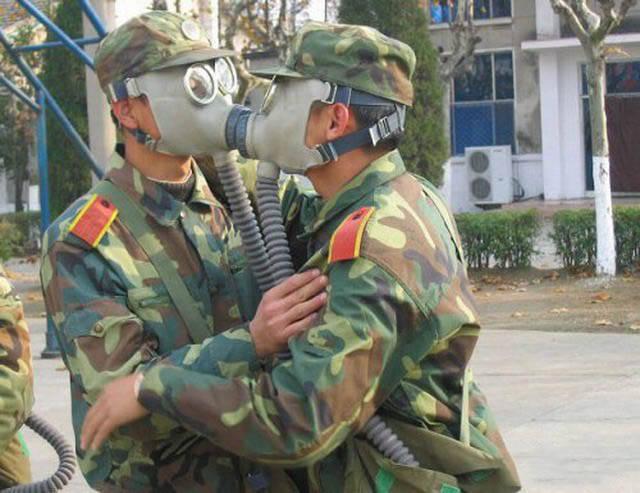 militares-se-divertindo-em-servico2