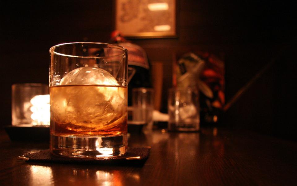 Guia do whiskey: Um guia absurdamente completo para compreender o uísque
